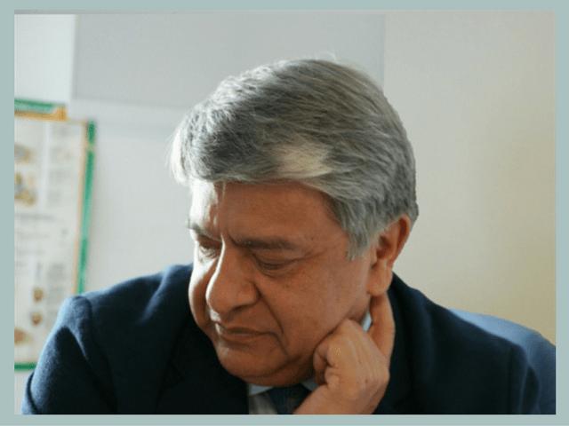 First Lumbar Disc Arthroplasty Doctor Hugo Santos Benítez. Neurocirujano